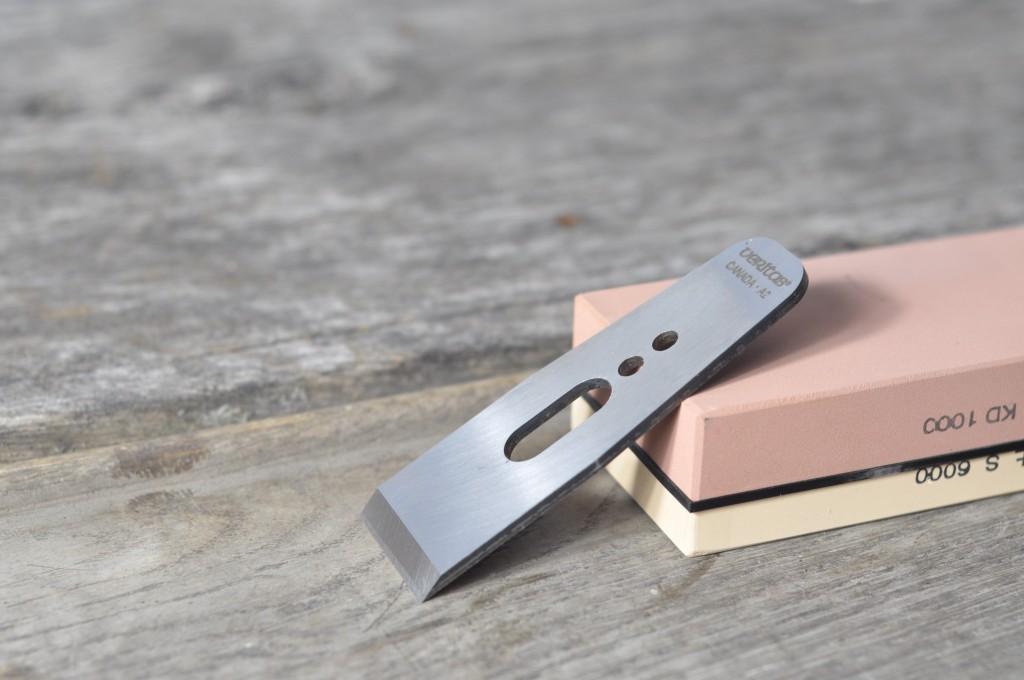 Nóż do strugania i kamień japoński