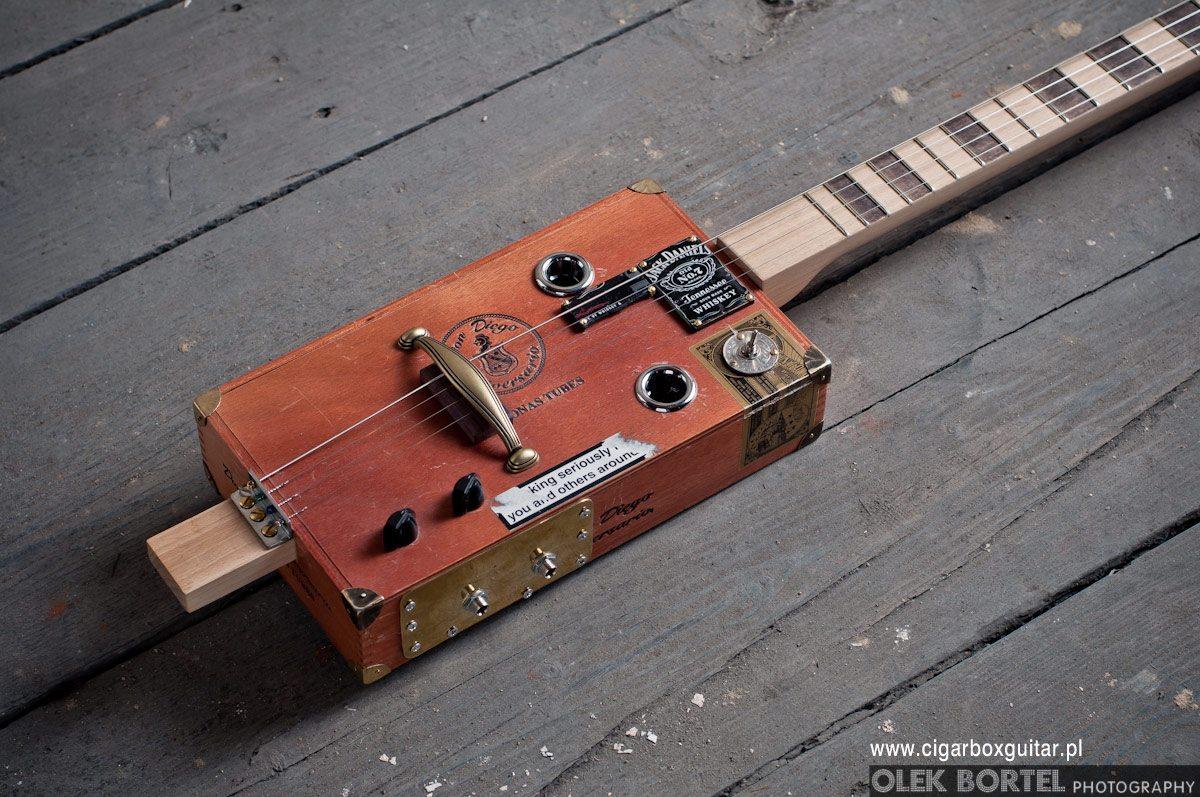 dlutapl-miku-gitara-z-pudelka-po-cygarach